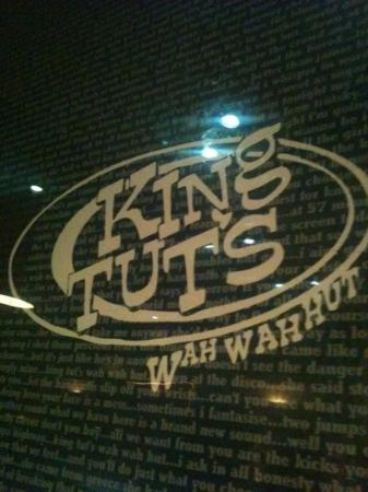 ‪King Tut's Wah-Wah Hut‬