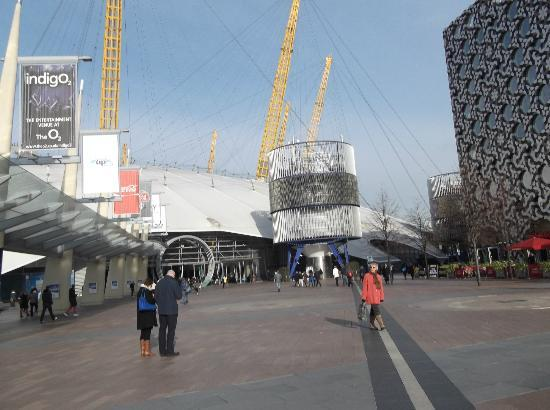 Tennis court inside the 02 arena bild von the o2 london for Hotels 02 arena london