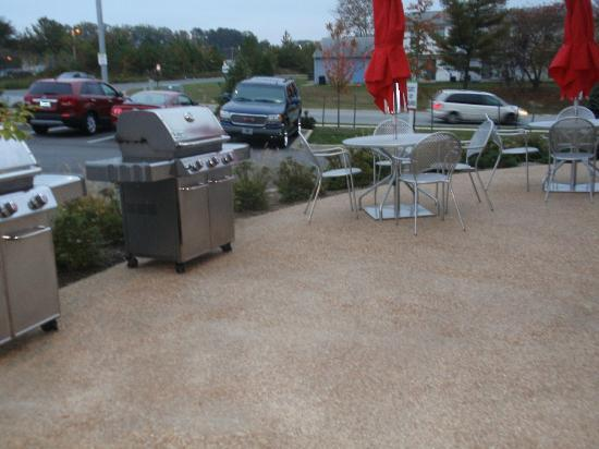 Home2 Suites by Hilton Lexington Park Patuxent River Nas, Md: Grill and Patio Area