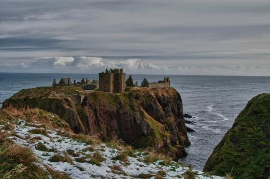 Dunnottar Castle : Dunnottar overlooking the North Sea
