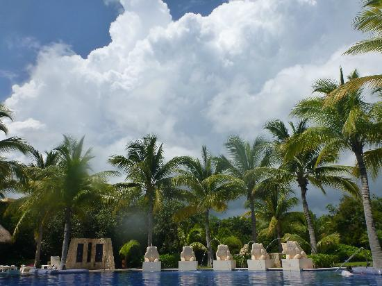 Barcelo Maya Palace: clouds :-)