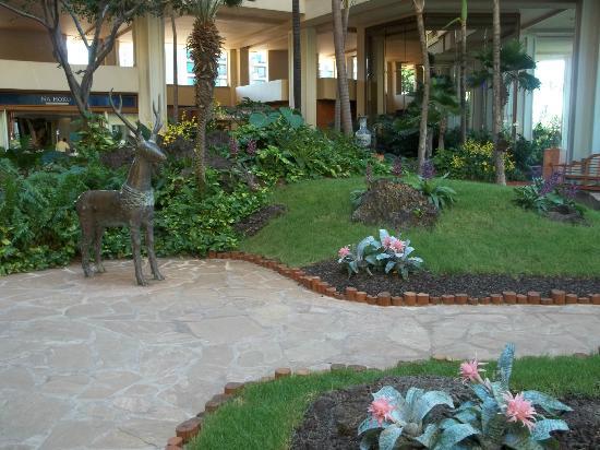 Hyatt Regency Maui Resort and Spa: Lobby grounds