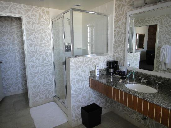 Argonaut Hotel, A Noble House Hotel : king suite bay view , nr. 356- bathroom