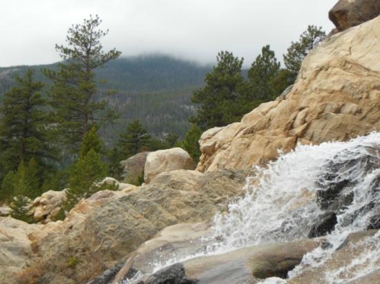 Taharaa Mountain Lodge: Rocky Mountain National Park, waterfalls