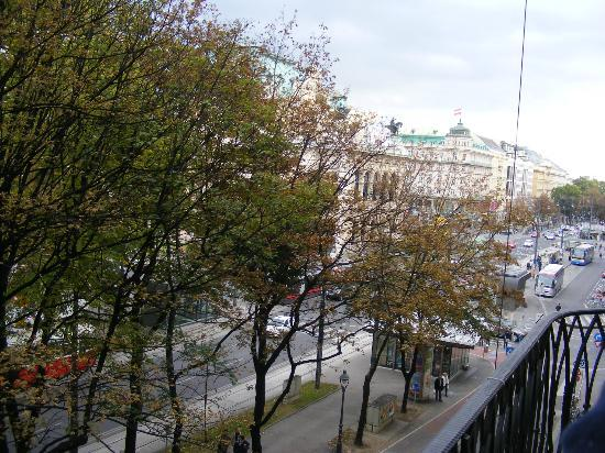 Das Opernring Hotel: View of the Opera House from our balcony.