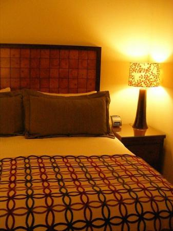 Stowe Mountain Lodge: Bed with Cork Headboard