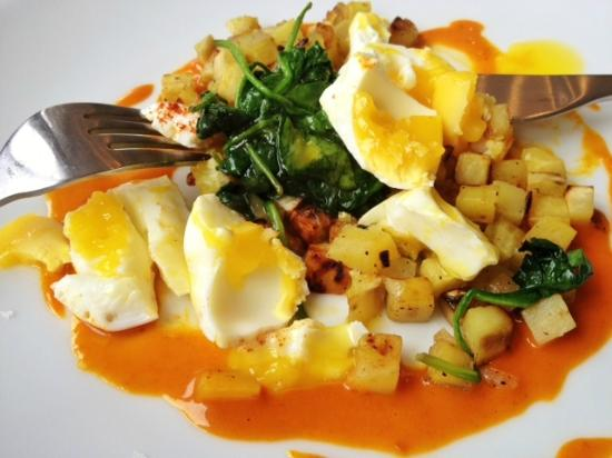 Olea Hotel: Perfectly poached egg and sweet potato hash