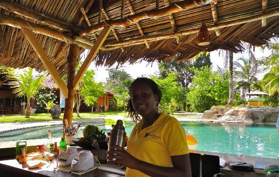 Isla Popa, Panama: Friendly and attentive service at the swim-up bar