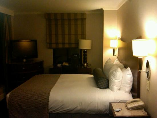 Hilton Manhattan East: Queen Bed Room