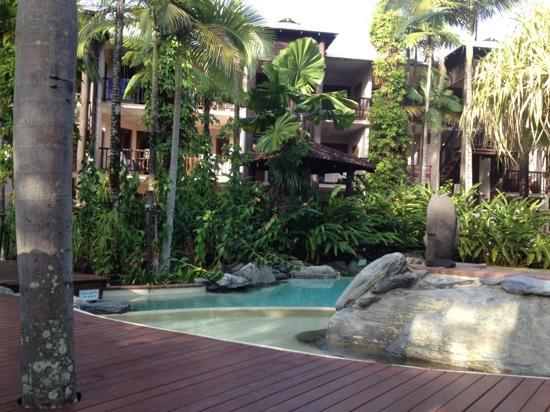 Hibiscus Resort & Spa: Picturesque pool/garden setting