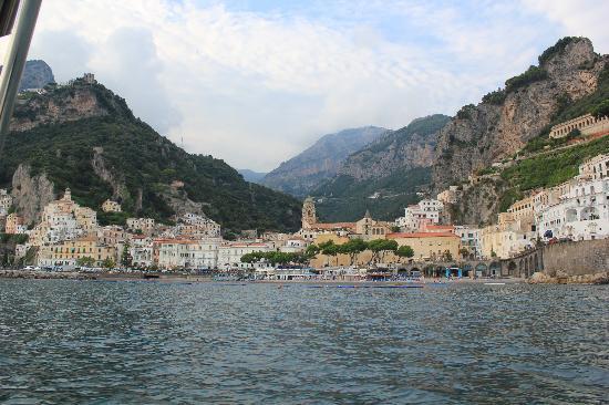 La Pergola Hotel: Our hotel from the boat...