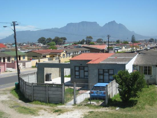 Liziwe's Guest House & Tours: view from the balcony of Guguglethu and Table mountain