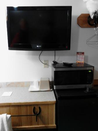 Livingston Inn Motel: flat screen tv, micro wave, fridge