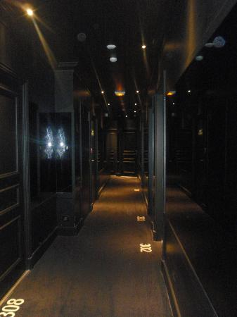 First Hotel: Il corridoio