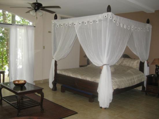 Popa Paradise Beach Resort: Junior Suite furnishings