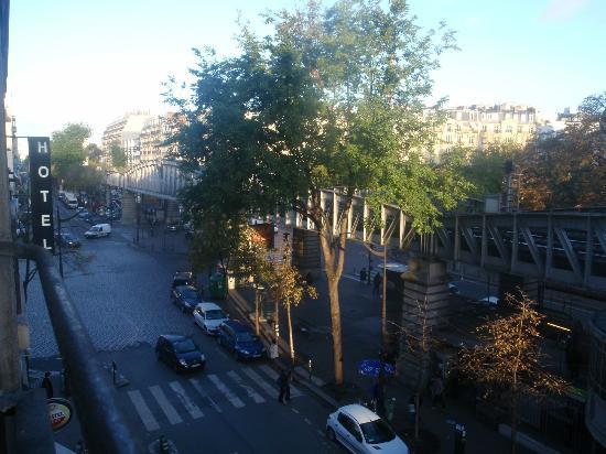 First Hotel: Dietro l'albero c'è la Tour Eiffel