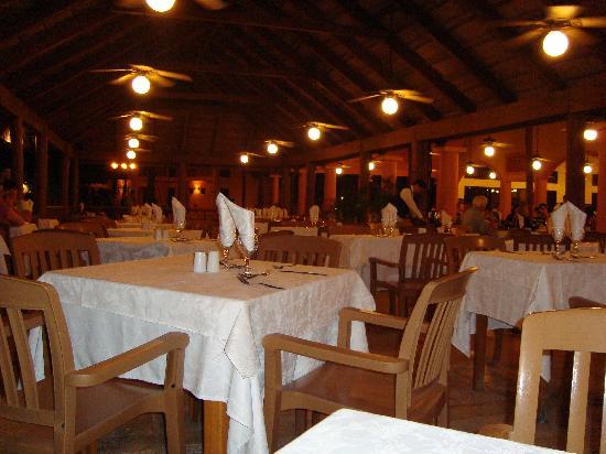Hotel Riu Lupita: Buen servicio de restaurante