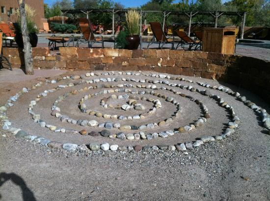 Ojo Caliente Mineral Springs Resort and Spa: Ojo caliente courtyard