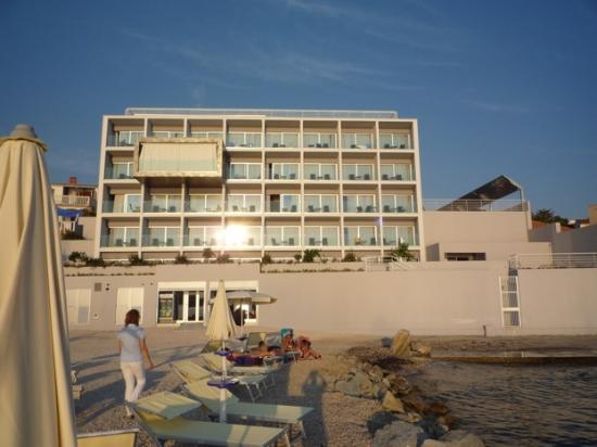 Hotel Split: La façade de l'hôtel, orientée à l'ouest