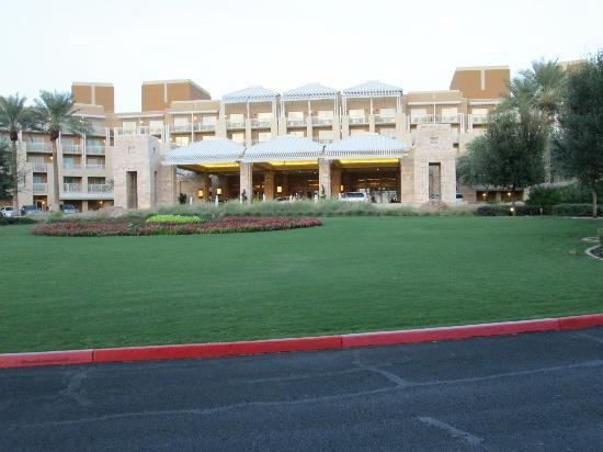 JW Marriott Phoenix Desert Ridge Resort & Spa: Front of Hotel