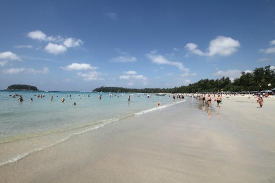 Centara Kata Resort Phuket: Kata beach