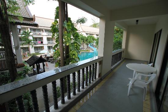เซ็นทารา กะตะ รีสอร์ท: View from a balcony