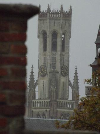 Jacobs Hotel: Manage to squeeze a view of the Belfry from the room