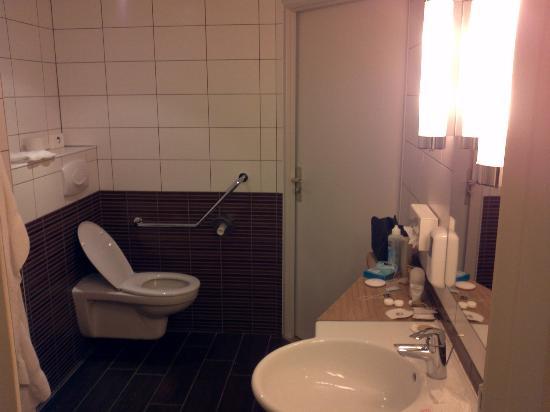 BEST WESTERN PLUS Celtique Hotel & Spa : coté wc