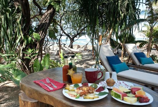 Sueno del Mar Beachfront Bed & Breakfast : Breakfast beach side!
