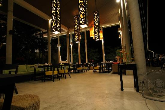 Ratri Italian Bar and Grill: Inside/outside