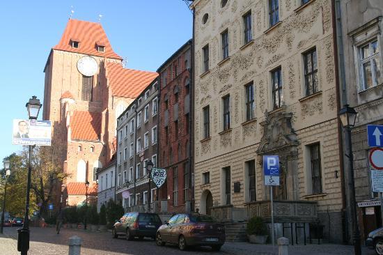 Hotel Gromada Torun: DE voorkant laat zien dat het hotel uit 3 gebouwen bestaat