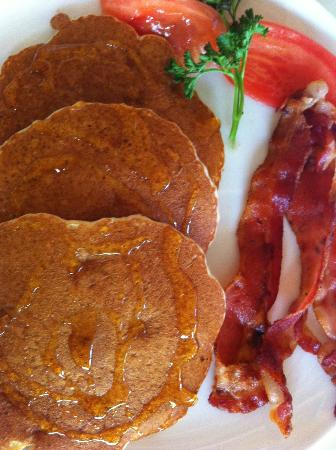 Petit Lafitte: Banana Pancake! Yummm