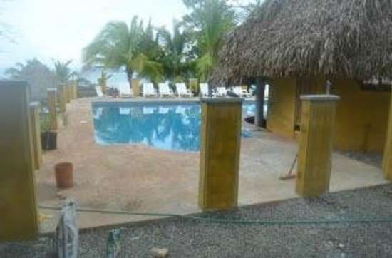 Cabanas Time Out: pool area with own bar