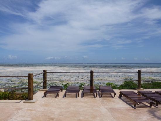 Ora Resort Watamu Bay : panorama da una delle due piscine