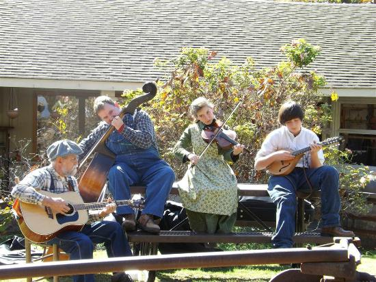 Ozark Folk Center State Park: Clancy and the Rag Tags perform at the folk center.