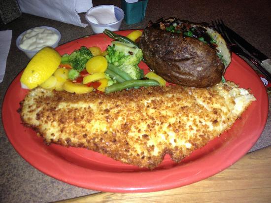 Mackinaw's Grill & Spirits : Walleye Dinner