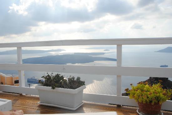 Artemis Villas: magnifique vue à la piscine