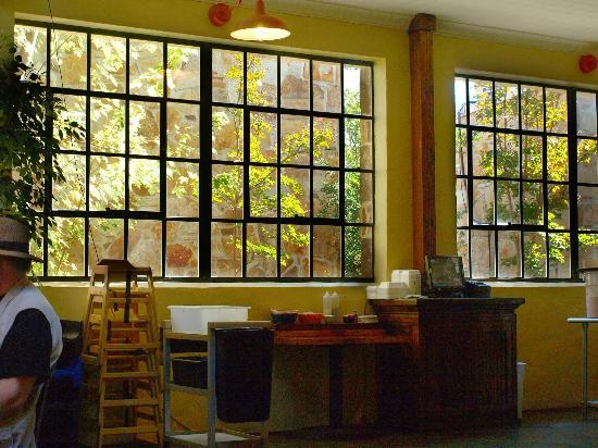 Mi Pueblito 4 : Lots of windows brighten the interior.