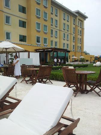LQ Hotel by La Quinta Poza Rica: vista posterior del hotel