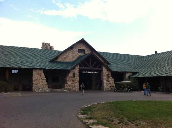 Grand Canyon Lodge - North Rim: Front of Hotel
