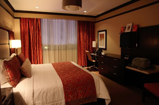 The Pearl Hotel: King Deluxe Room