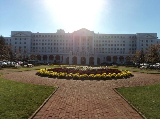 The Greenbrier: main entrance to resort