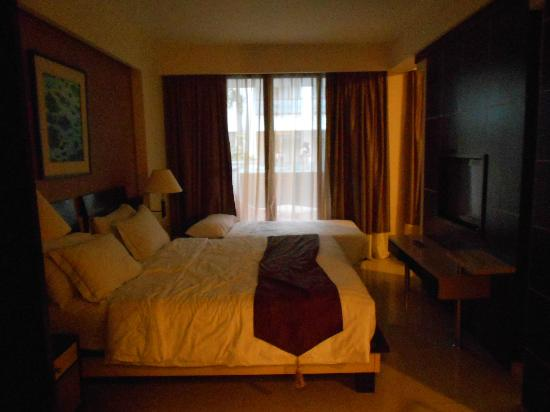 Aston Kuta Hotel & Residence: The bedroom in the Premier Suite
