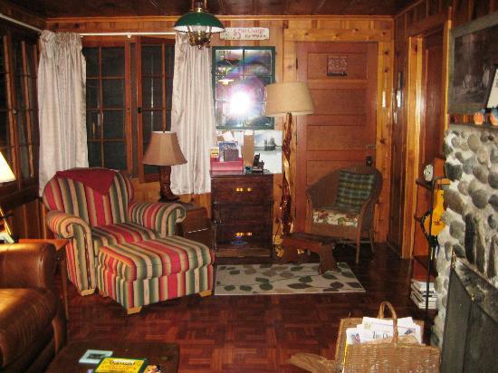 Wallowa Lake Resort: Inside our cabin 