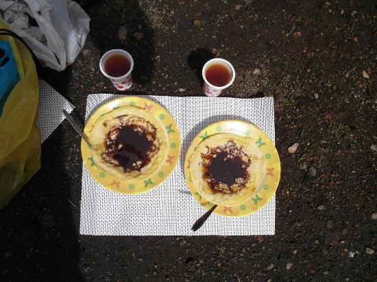 Jambi, Indonesia: Breakfast at our camp after summiting