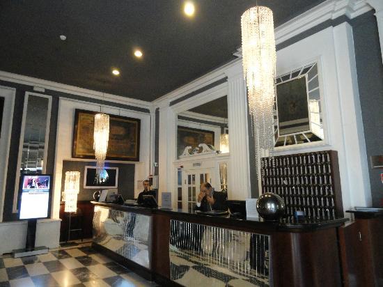 شيراتون ديانا ماجستك ميلان: The hotel lobby 