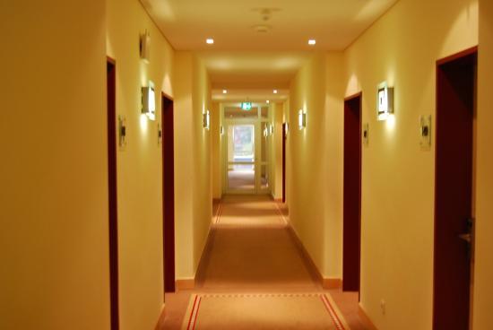 Best Western Premier Castanea Resort Hotel: Gang zu den verschiedenen Schlafzimmern