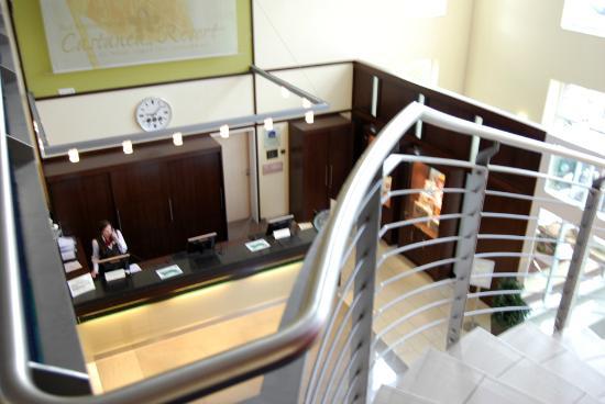 Best Western Premier Castanea Resort Hotel: Rezeption des Hotels, aufgenommen vom ersten Etage