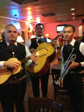 Henry's Puffy Tacos: live music
