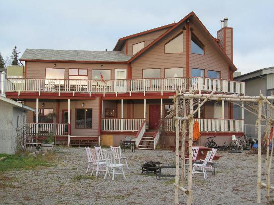 Bayside Bed & Breakfast: Back of the house that overlooks the bay. Northern Skies suite bottom right porch